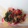 グロリオーサをあしらった花束「栄光の輝き」.