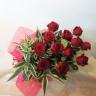 12本の赤薔薇/バラを束ねた花束「ダーズンローズ」
