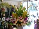 仏事だけど、明るいお花を届けたい・・・