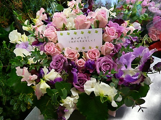 ☆たっぷりのバラと季節のお花の贈りもの☆