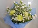 白いカーネーションの花束