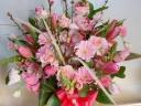 桃の花たっぷり、ときめきピンクのアレンジメント