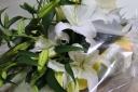 【故人を偲んで。。カサブランカの花束】