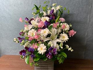 やさしくかおるお花にありし日の姿を偲ぶ