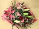 百合と赤いバラの花束