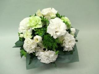 白とグリーン系の洋花のお供えアレンジ B23001