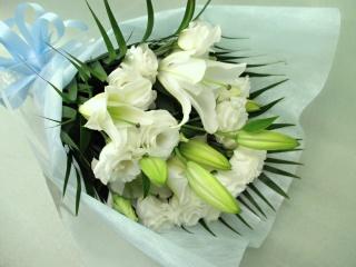 百合とトルコキキョウの御供え花束