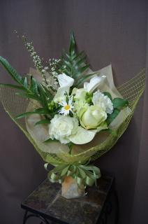 清楚でおしゃれ!ホワイトグリーンの花束