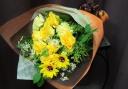 ひまわりのキョロちゃんと黄色バラの花束