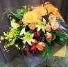 暖色のお花でまとめた大きな花束