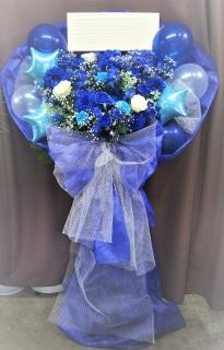 鮮やかなブルーのころんころんスタンド花