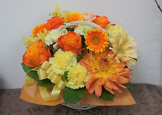 まるでハイジ・・・オレンジのお花がギュッ アレンジ