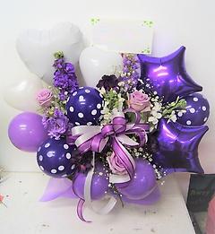 バルーンたっぷり!紫と白のアレンジメント☆