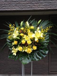 97 黄色ユリ・バラ オンシ スタンド花