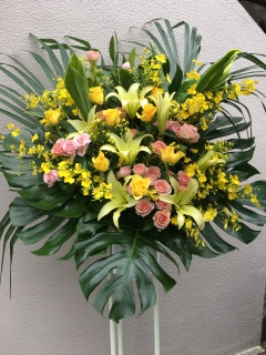 229 黄色ユリ・バラ オンシ スタンド花