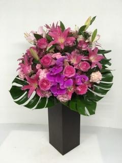 250 ピンク胡蝶蘭・ユリ・バラ トールアレンジ