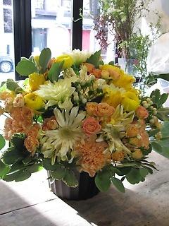 ビタミンカラーの元気なアレンジ花☆