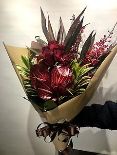 アンスリウムメインで高級感のある花束★