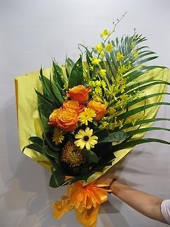 オレンジ×イエローでバラメインの花束☆☆