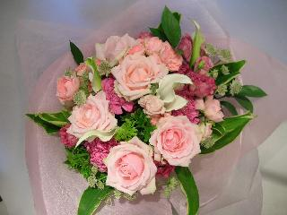 ピーチピンクの花束