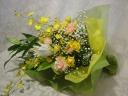 オリエンタルリリーと黄色のお花の花束