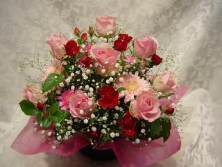ピンクのバラのふんわりアレンジ
