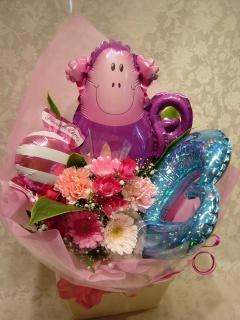 バルーンとピンクのお花のブーケ