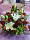 オリエンタルリリーと赤バラのアレンジ