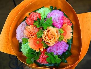 オレンジのバラが可愛い「オレンジラウンドブーケ」M
