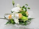 白とオレンジのお供え花アレンジメント
