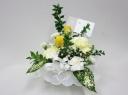 白と黄色のお供え花アレンジメント