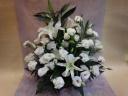 真っ白のお花でまとめたお供えアレンジメント 大