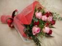ピンクと赤のバラでお祝いしましょう!