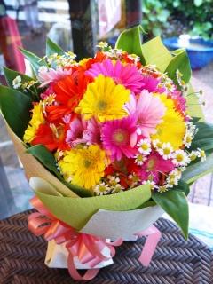 ☆ガーベラと小花のラウンドブーケ☆