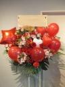 公演や開店・お祝に!バルーン付きスタンド花レッド