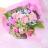 ピンクと水色のブーケ風花束