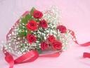 ふんわりかすみ草の花束 赤バラ