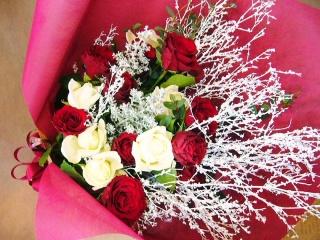 赤と白の幸せの 花束