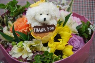色々な種類のお花で ボリューム重視のおしゃれ花束