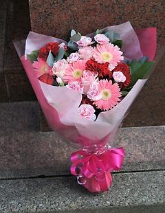 キャンディピンクの可愛い花束