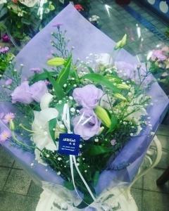 ユリとトルコキキョウの御供えお花束
