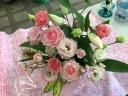 ピンクのバラ・ユリ・トルコキキョウのアレンジ