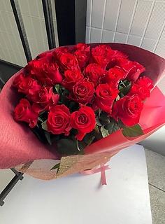 【特別な贈り物】赤いバラ30本の花束