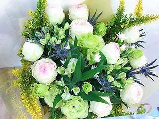 フローラルグリーンの花束