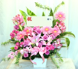 ピンク色のお花たっぷりなアレンジ♪0123