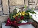 アカバラ中心の豪華な花束