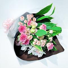 濃淡ピンク中心のスタンダード花束