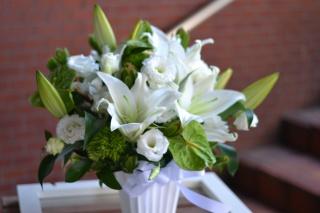 ユリで素敵に、お悔やみのお花