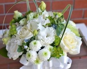 可愛いお悔みのお花をお届けします。