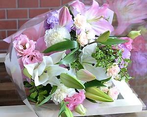 ほほ笑みピンク:やさしい色合いでお花贈ります。